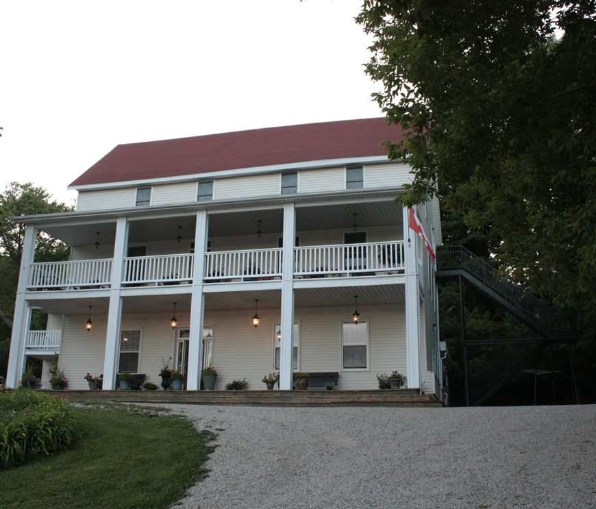 Queen's Inn, Manitoulin Island